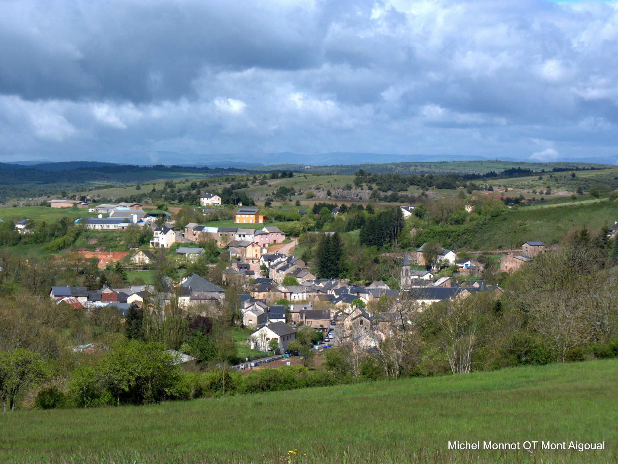 Vue du village de Lanuéjols